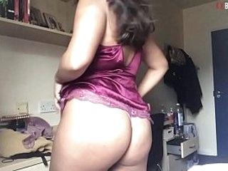 Dirty UK Paki Slag From Birmingham Strips On Cam