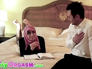Pakistani Step Daughter Losing Virginity with Daddy