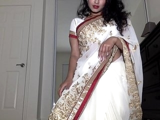 Desi Dhabi in Saree getting Naked and Plays with Hairy Pussy